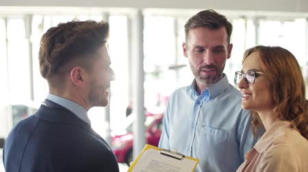 persuasion : Salesman discussing with marriage couple