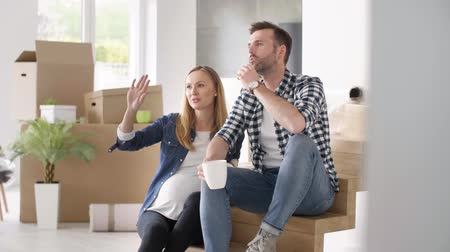 relocate : Couple planning their a new house Stock Footage