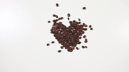 stop motion : Heart of roasted coffee beans
