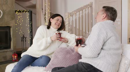 talc : Cheerful couple relaxing in the mountains Stock Footage