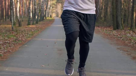 temperatura : Lower section of jogging man Stock Footage