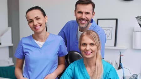 醫療保健 : Portrait of three smiling dentists in dentists clinic