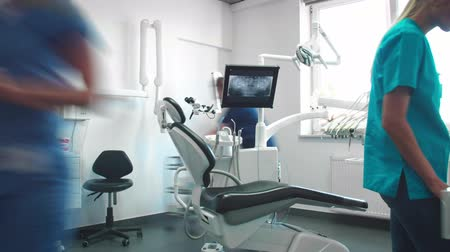 indaffarato : Video time lapse di dentisti impegnati nell'ufficio del dentista Filmati Stock