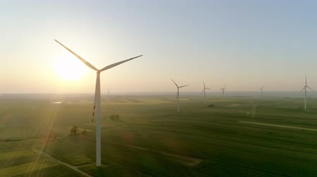 szélmalom : Video shows of wind turbines at sunset