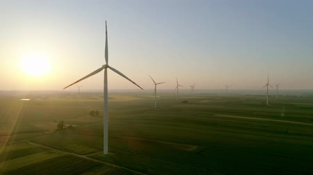 eficiente : Drone view of wind turbines at sunset