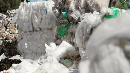 sem problemas : Plastic waste in the garbage dump