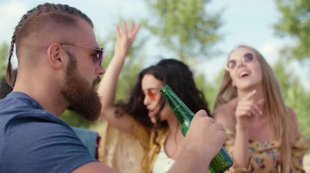 cultura juvenil : Close up of handsome man drinking beer on the party Stock Footage