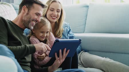 sieves : Family with tablet spending time together in living room Stock Footage