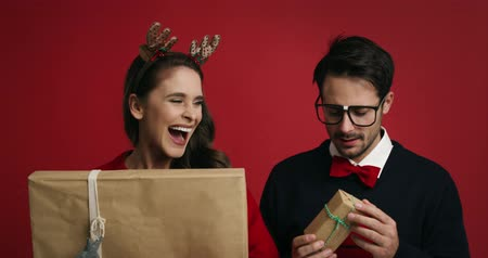különc : Christmas nerd couple with presents
