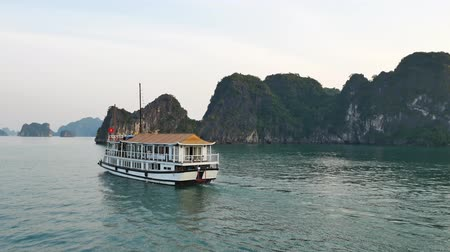 genuíno : Halong Bay,Vietnam - December 15, 2017 : Beautiful scenic view of the cruises in Halong Bay. It is a beautiful natural wonder in northern Vietnam near the Chinese border.