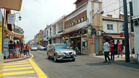 Çin mahallesi : Malacca,Malaysia - May 5,2019 : Jonker Street is the centre street of Chinatown in Malacca. It was listed as a UNESCO World Heritage Site on 7 July 2008. People can seen exploring around it.