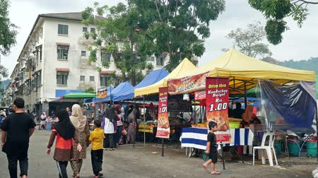 ramadan bazaar : Kuala Lumpur,Malaysia - May 18, 2019 : People seen exploring and buying foods around the Ramadan Bazaar.It is established for muslim to break fast during the holy month of Ramadan. Stock Footage