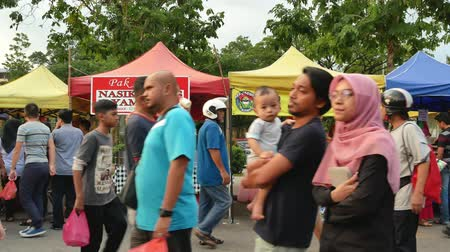 stragan : Kuala Lumpur,Malaysia - June 2, 2019 : People seen exploring and buying foods around the Ramadan Bazaar.It is established for muslim to break fast during the holy month of Ramadan.