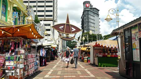 merkezi : Kuala Lumpur, Malaysia - June 2,2019 : Kasturi Walk is a covered, open-air flea market set along Jalan Kasturi, a lane running alongside Central Market. People can seen walking and shopping around it. Stok Video