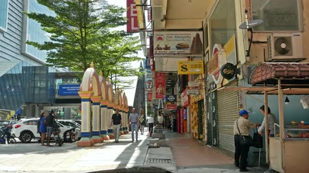 индийский : Kuala Lumpur, Malaysia -June 2,2019 : People can seen exploring around Brickfields Little India in KL, it was transformed by the Indian community into a wide street with Indian stores and restaurants. Стоковые видеозаписи