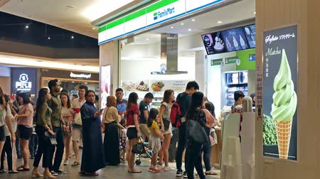 conveniência : KL,Malaysia - Sept 17,2019 : People can seen queuing in front of the FamilyMart to buy foods. It is a convenience stores that combined a dizzying array of store offerings into one single location.