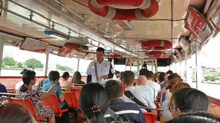 conveniência : Bangkok,Thailand - November 8,2019 : People can getting around the famous riverside area of Bangkok with its many historical attractions, temples and architecture by river boats and ferries. Vídeos