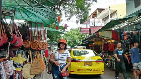 hátizsákkal : Bangkok,Thailand - Nov 10 ,2019 : Backpacking district of Khao San Road is the traveler hub of South East Asia with bars and restaurants as well as budget hostels. People can seen exploring around it.