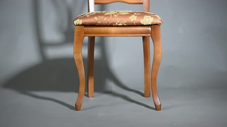 cadeira : Vintage wooden chair and Chair Shadow Studio