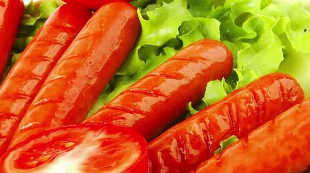 kiełbasa : roasted beef sausages over white with salad and ketchup Wideo