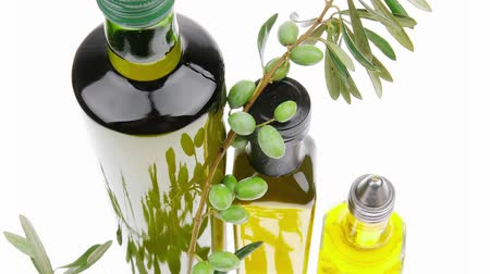 oliwki : green raw olives on a branch with oil Wideo