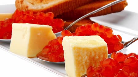 икра : fresh red caviar served on teaspoon on plate