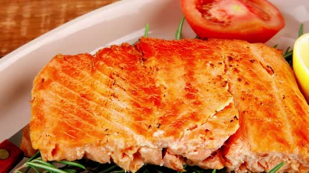 placas : food: grilled salmon on big glass plate on wooden table