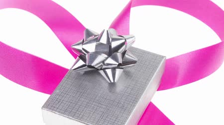 pozdrav : silver gift box with pink bow isolated over white background Dostupné videozáznamy