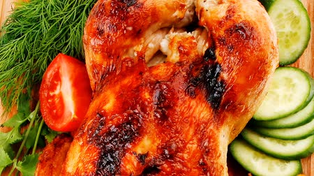 kesme tahtası : poultry : fresh grilled whole chicken with black olives and raw tomatoes on wooden board isolated over white background