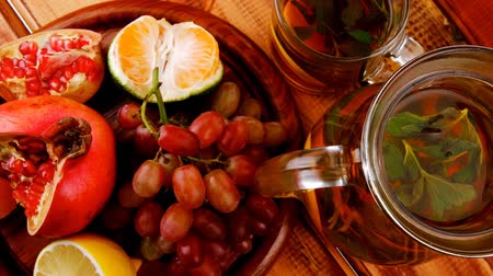 fodormenta : fresh fruits and tea on wooden table Stock mozgókép
