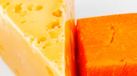 гауда : fresh dairy product : gourmet cheese triangles of yellow parmesan and orange cheddar on a plate 1920x1080 intro motion slow hidef hd Стоковые видеозаписи