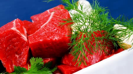 açougue : fresh uncooked beef meat slices bowls ready to prepare with green hot peppers and greenery serving over blue wooden table 1920x1080 intro motion slow hidef hd