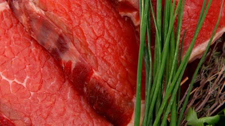 macro fotografia : raw beef meat fillet on wooden plate with thyme and chives 1920x1080 intro motion slow hidef hd