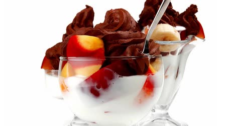 biała czekolada : chocolate ice cream with fruits in crystal bowl 1920x1080 intro motion slow hidef hd
