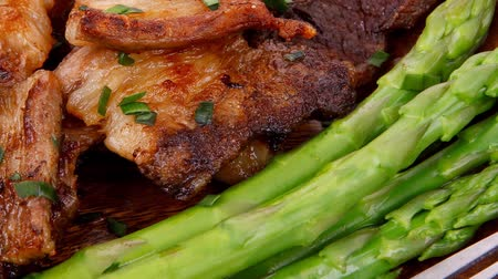 espargos : beef pork meat grilled ribs with asparagus and garlic over wooden background table 1920x1080 intro motion slow hidef hd