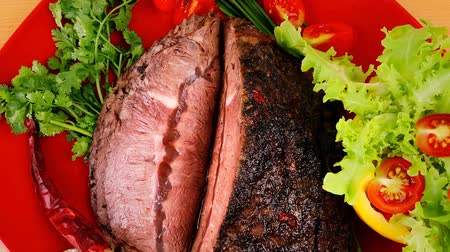 cielęcina : beef on red plate with vegetables over wood 1920x1080 intro motion slow hidef hd