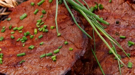 cielęcina : fresh ripe roasted beef meat on barbecue pan with thyme and pepper 1920x1080 intro motion slow hidef hd
