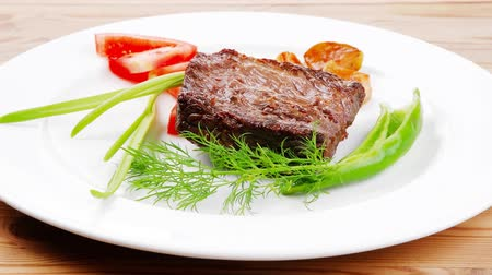 cielęcina : meat savory : grilled beef fillet mignon served plate over wooden table with chili pepper and tomatoes 1920x1080 intro motion slow hidef hd