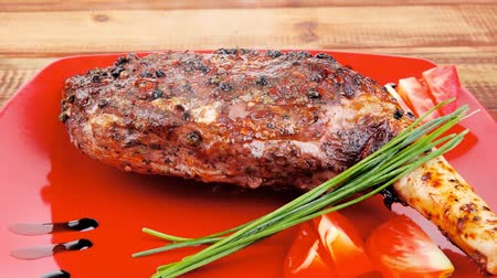 pimenta em grão : meat : grlled meat shoulder on red plate with tomatoes green lettuce over wooden table 1920x1080 intro motion slow hidef hd Stock Footage