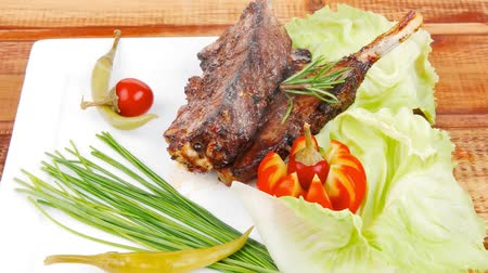chives : meat savory on wooden table: roast ribs plate with peppers lettuce tomato and chives 1920x1080 intro motion slow hidef hd