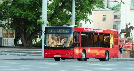 автобус : Vitebsk, Belarus. Red Public Maz Bus Moving On Street In Summer Day. Pan, Panorama