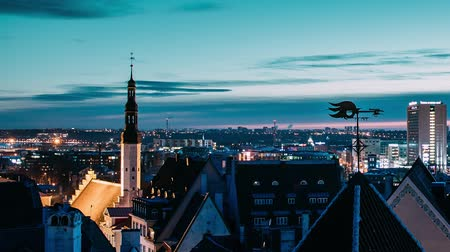 バルト : Tallinn, Estonia, Europe. Time Lapse Time-lapse Of Cityscape. Transition From Night To Morning Sunrise. Old Town And Modern City. Famous Landmarks. UNESCO. Zoom Out Pan Panorama