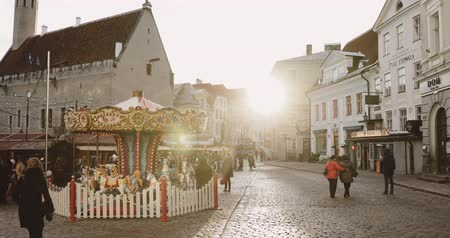estonya : Tallinn, Estonia - December 22, 2017: Traditional Christmas Holiday Carousel In Old Town Hall Square