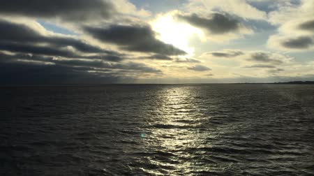 baltské moře : Sun Shines Through Heavy Clouds Over Baltic Sea In Winter Day. Floating Motion Over Sea