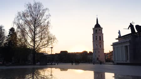 Литва : Vilnius, Lithuania. Cathedral Square Near Cathedral Basilica Of St. Stanislaus And St. Vladislav With The Bell Tower In Spring Sunset Sunny Evening. Time Lapse Time-lapse Timelapse