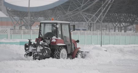 şartlar : Tractor Cleaning Snow In Winter Snowy Day In City. Winter Service Vehicle In Work. Snow Removal Vehicle