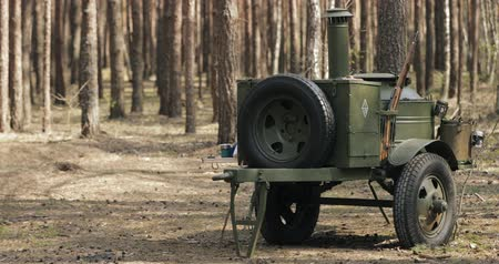 druhé světové války : Russian Soviet World War II Field Kitchen In Forest. WWII Equipment Of Red Army. Mobile Kitchen, Mobile Canteens Or Food Truck