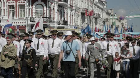 civilní : Gomel, Belarus - May 9, 2018: Ceremonial Procession Of Parade. Immortal Regiment Action March At Parade Procession Of People With Portreits Of WW2 Heroes. Annual Victory Day Celebration 9 May Dostupné videozáznamy