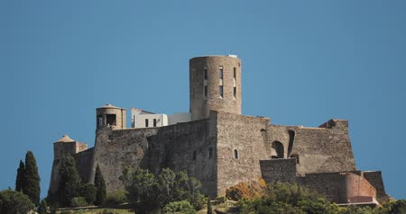 kastély : Collioure, France. Fort Saint Elme In Sunny Spring Day. Old Medieval Fortress Saint-elme Is A Military Fort.
