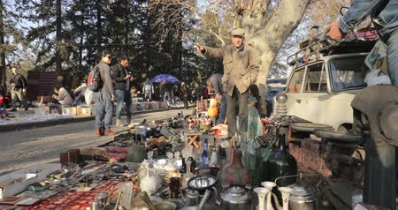 antiques : Tbilisi, Georgia - November 11, 2018: Shop Flea Market Of Antiques Old Retro Vintage Things On Dry Bridge. Swap Meet In Tbilisi Stock Footage